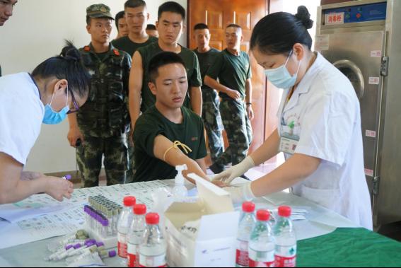 医疗拥军暖军心 坪山区双拥办联合区医疗健康集团送健康进军营